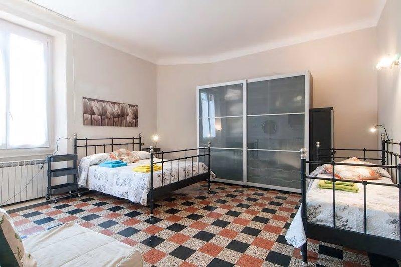 Bel Bilocale Centrale Ben Collegato, location de vacances à Carpenzago