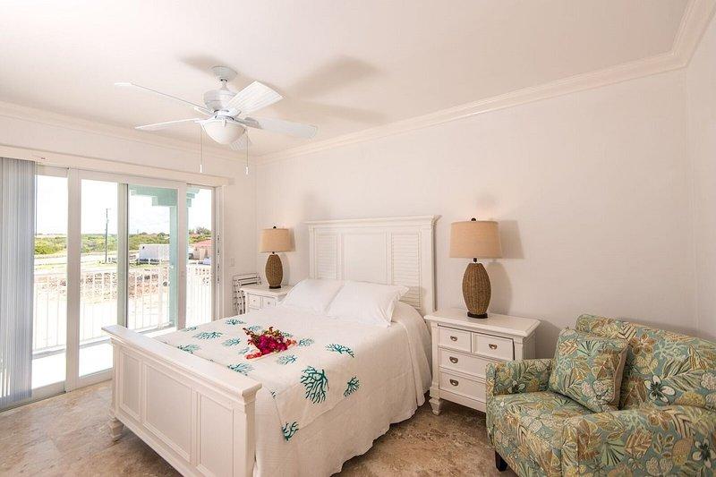 2 dormitorios con camas tamaño queen