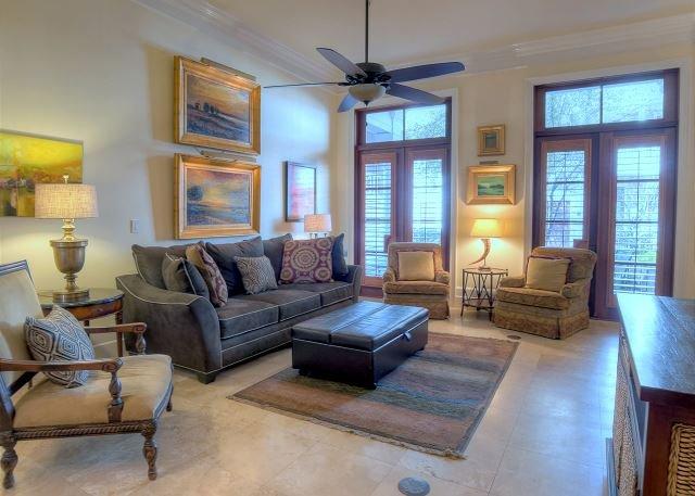 Nice Spacious living room
