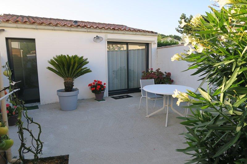Terrasse privée pour vous relaxer, transats à votre disposition