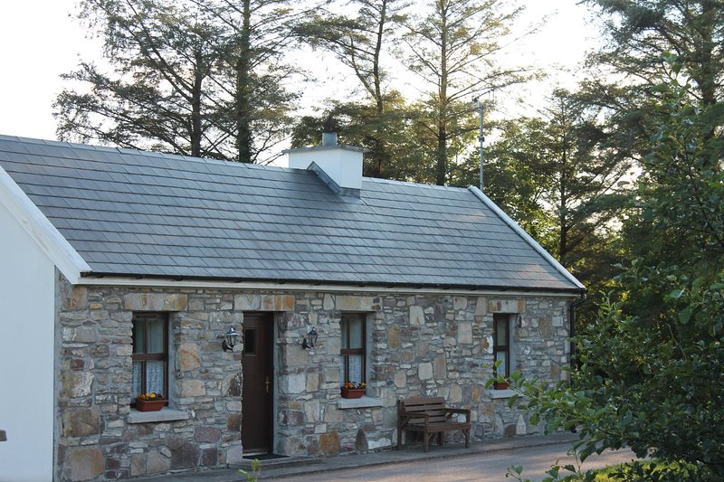 Frank's Cottage Mayo Holiday Home, vacation rental in County Mayo