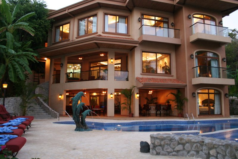 Palacio Tropical Costa Rica Beachfront, holiday rental in Naranjo