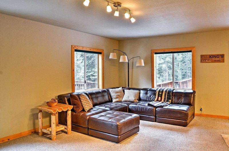 Perdersi nel tuo libro preferito sul divano a forma di L!