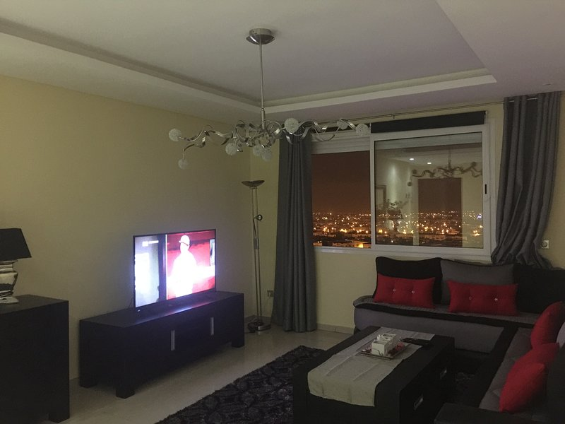 """Modern living room wifi, tv 55 """"stunning views over the city and the sea"""