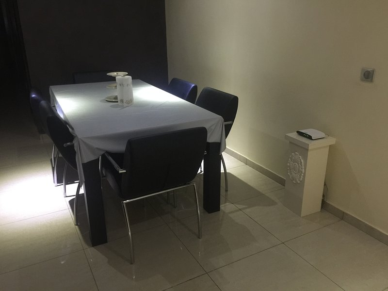 dining room for 7 person, wifi