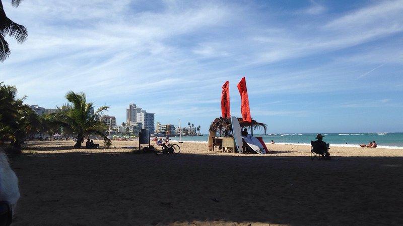 escuela de surf y alquiler de tablas de surf en nuestra playa