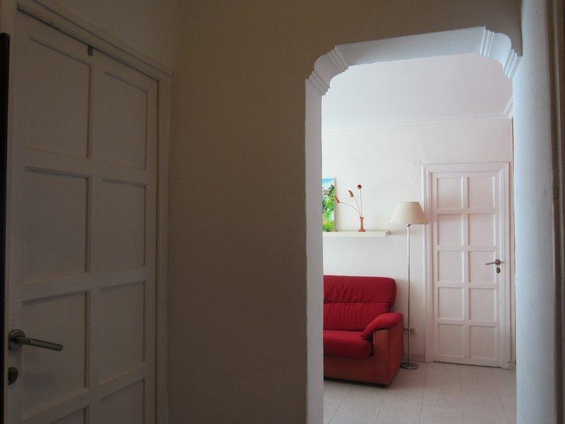 Sevilla Triana-Los Remedios. SUNNY FLAT ARCOS. WIFI. VFT/SE/1304, holiday rental in Fuente del Rey