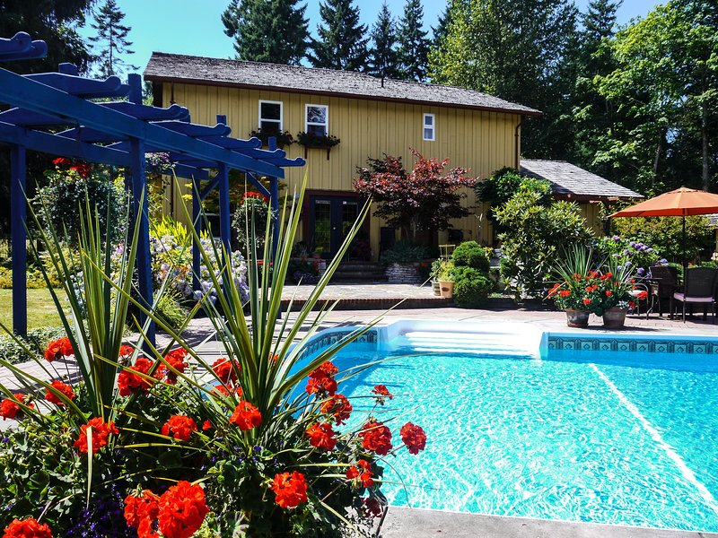 Stunning Vancouver Island Vacation Home, with Pool, Hot, Tub, Sauna - sleeps 6