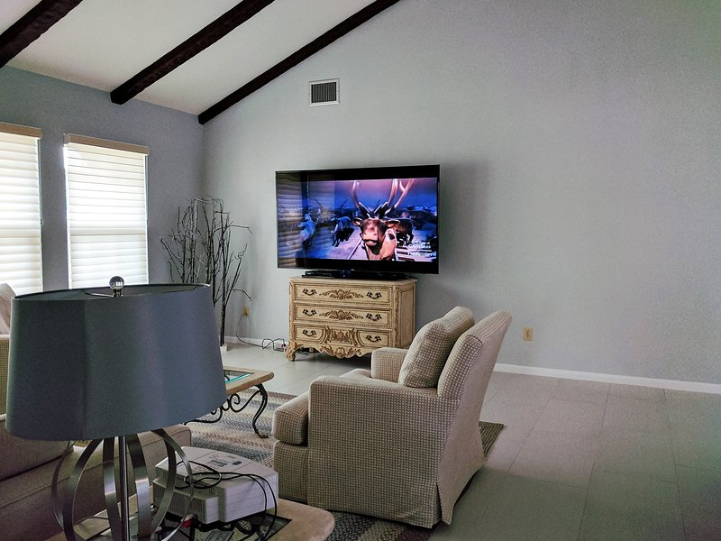 Great Room with 75' 4K Smart TV