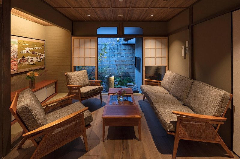 Spacious! Great Traditional House 2 Bathroom FREE WiFi Bluetooth Speaker AppleTV, location de vacances à Kyoto