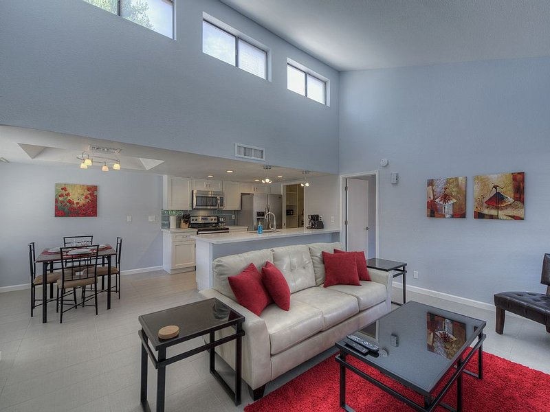 Remodeled 2 BR Condo Near ASU, holiday rental in Tempe