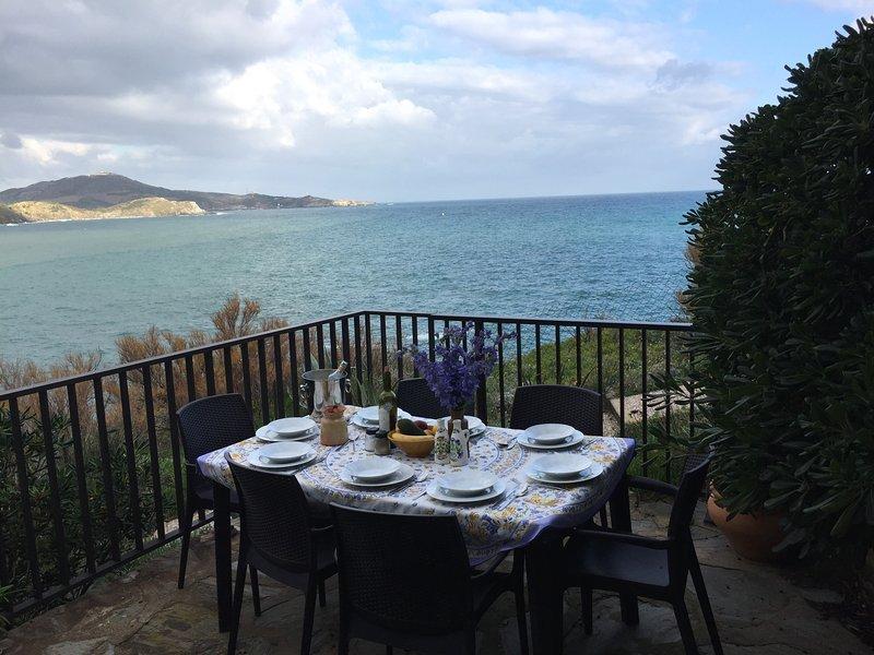 terraza y vistas al mar
