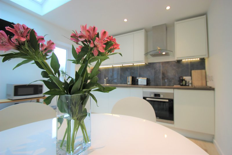 Modern and Spacious Accommodation, vacation rental in Botley