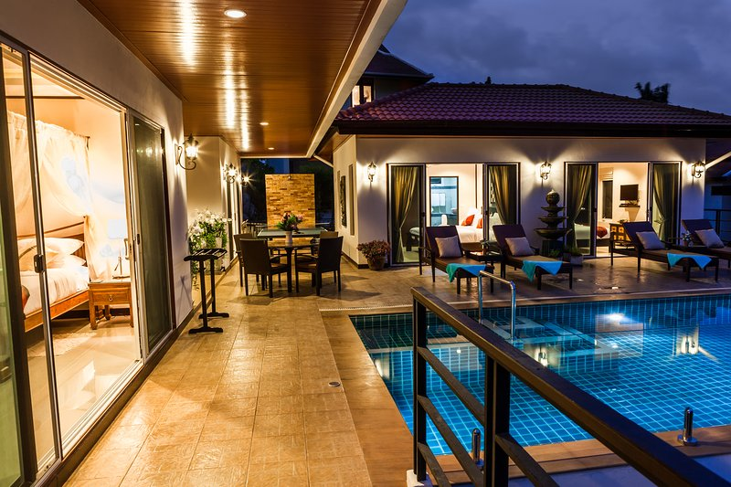 4 Bedroom Pool Villa with Beautiful Sea Views, vacation rental in Chaweng