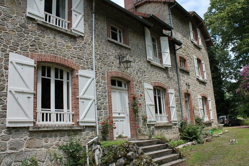 Bon Chez Nous ' Belle Lune', vacation rental in Saint-Julien-le-Petit