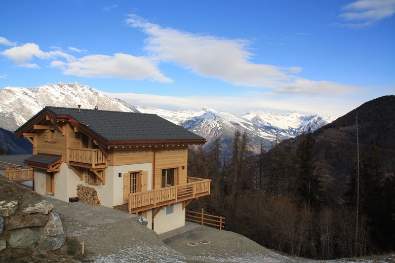Luxury Chalet for 8 (+2) away from the crowds, holiday rental in Riddes