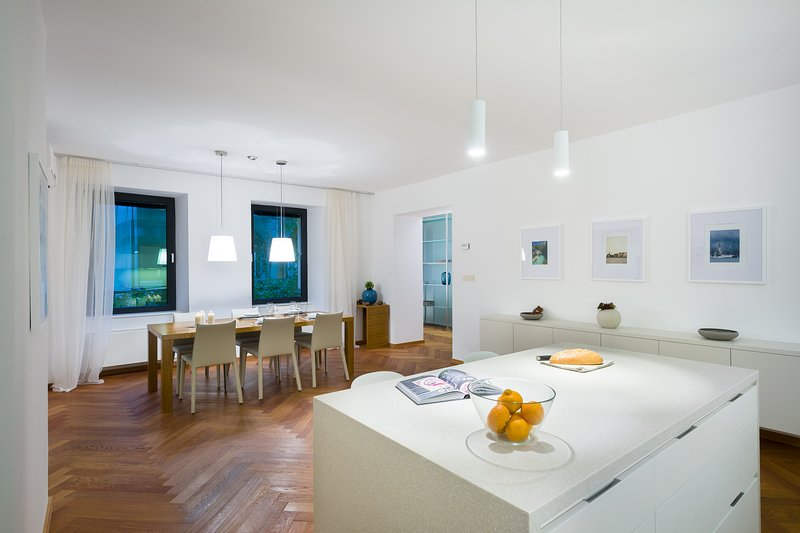 Luxury Central Apartment next to the Town Hall - 2-bedroom & 2-bathroom, holiday rental in Ljubljana