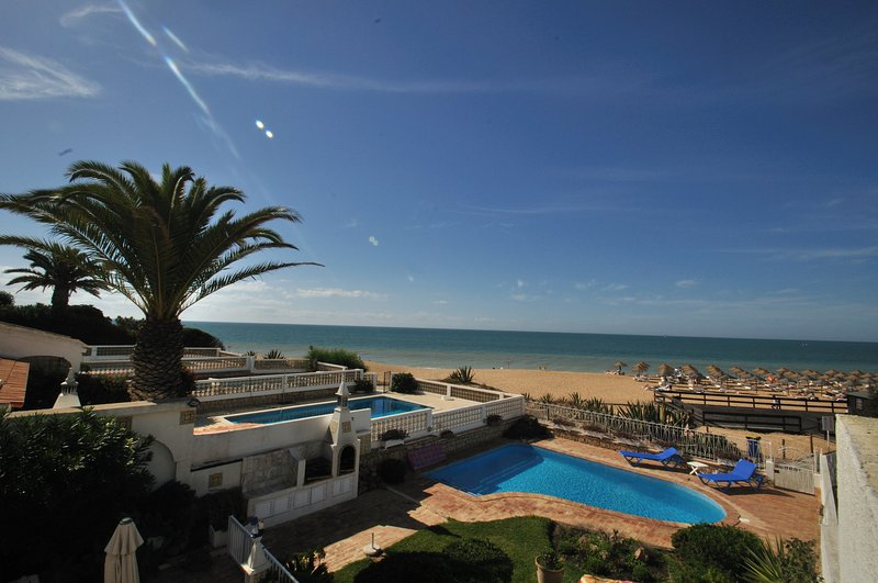 Villa Pedro with Private Pool Stunning Sea Views in Upmarket Vale do Lobo, vacation rental in Loule