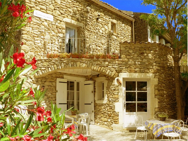 Résidence de l'Acacia - Appartement 2, vacation rental in Goudargues