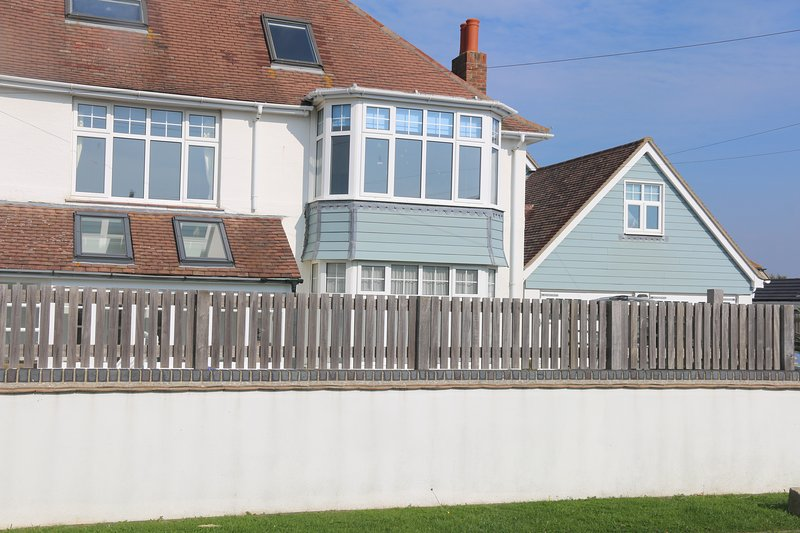 Gorgeous Beach House West Wittering, holiday rental in Bracklesham Bay