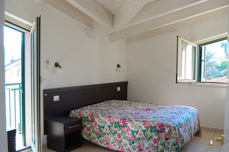 Apartment in recidence Zoe, city centre, 150 meters from the sea., casa vacanza a Notaresco