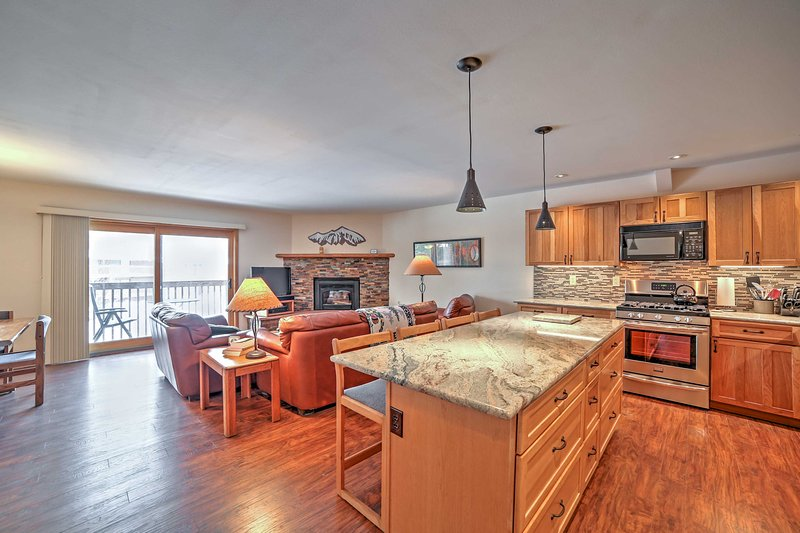 Frisco Townhome w/Mtn View, Game Room, Pool Access, vacation rental in Frisco