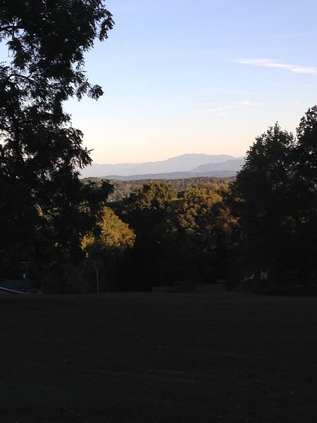 Walnut Grove GH;Mountain Views! *SPORTS Court*FIRE PIT* PET Friendly*, vacation rental in Knoxville