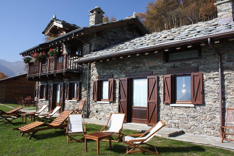 Tipico chalet in alpeggio. Posizione panoramica sulla valle, alquiler de vacaciones en Ala di Stura