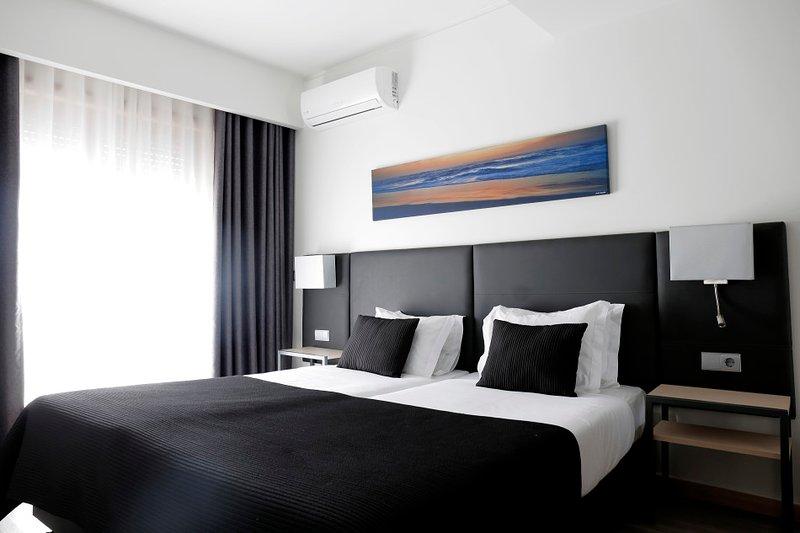 Room - in a Beach Hotel, location de vacances à Cortegaca