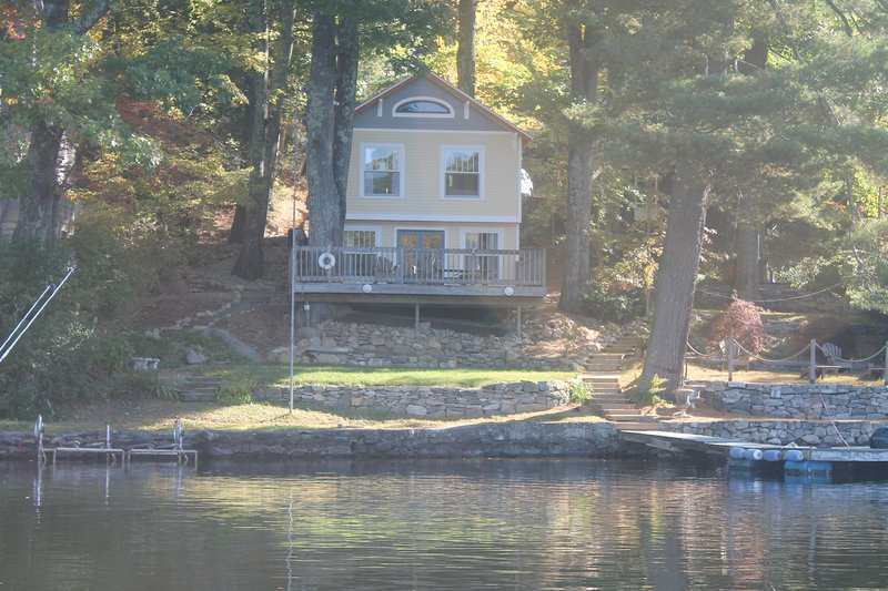 Lake House  - Direct Waterfront, Immaculate; charming all 4 seasons, aluguéis de temporada em Connecticut