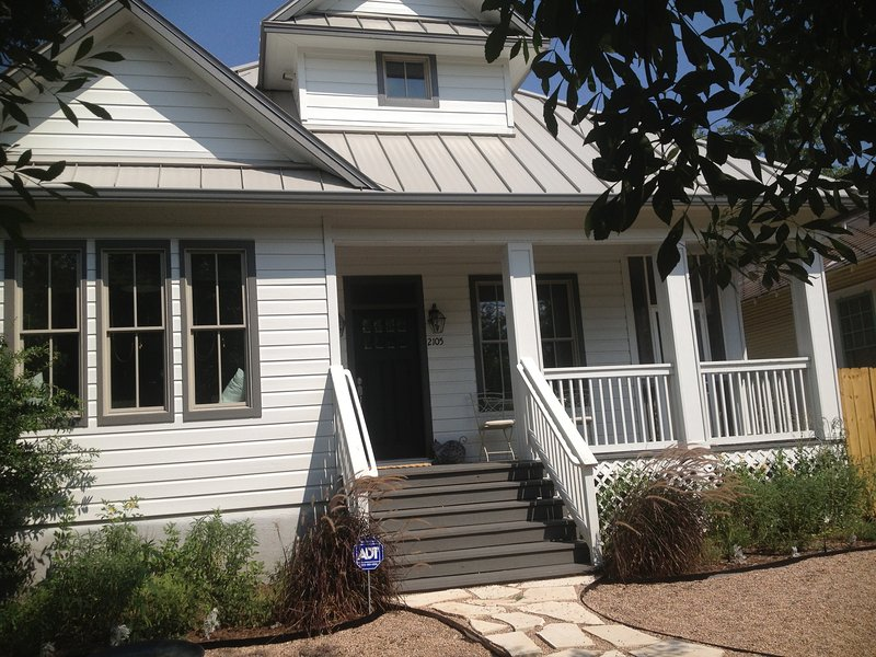 Upstairs Apartment in New Bunagalow off of South Congress, vacation rental in Austin