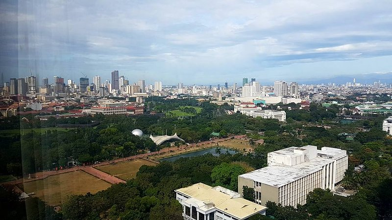 Best Value View, Safe Clean Apartment in Manila near US Embassy Rizal Park Ocean, holiday rental in Manila