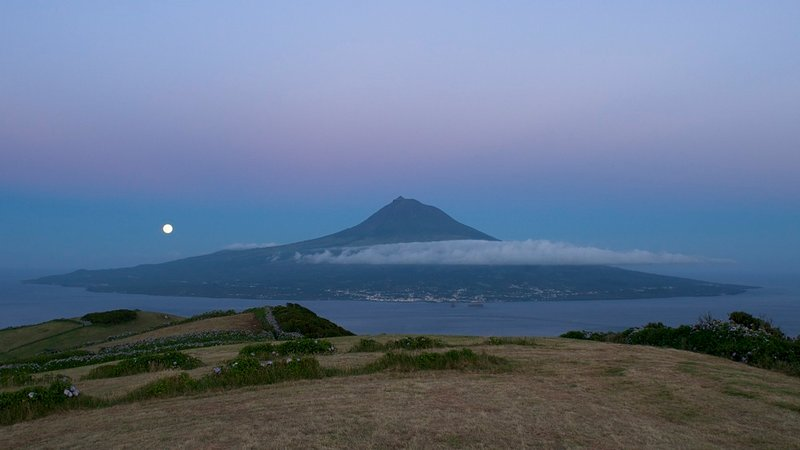 Local attractions - moonrise over Pico