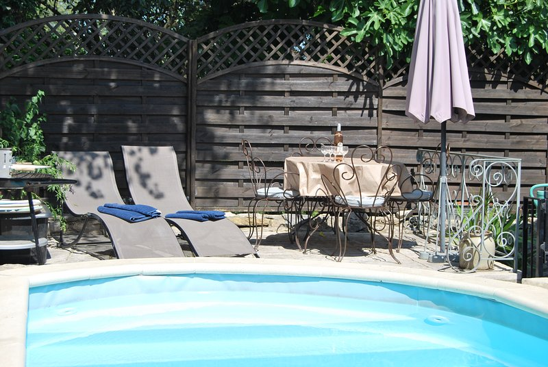 L'Hirondelle and Les Figures shared splash pool and rear terrace