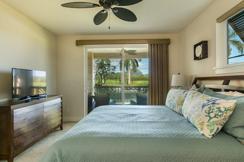 Slaapkamer met kingsize bed en ensuite