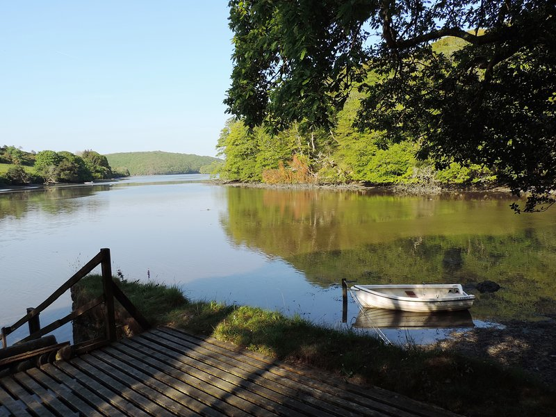 Private foreshore, jetty, boat, woodland and gardens - exclusive to Rock Cottage guests.