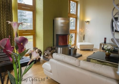 Gulabin House, a spacious and luxurious beautiful modern ski villa near Glenshee, Ferienwohnung in Blairgowrie