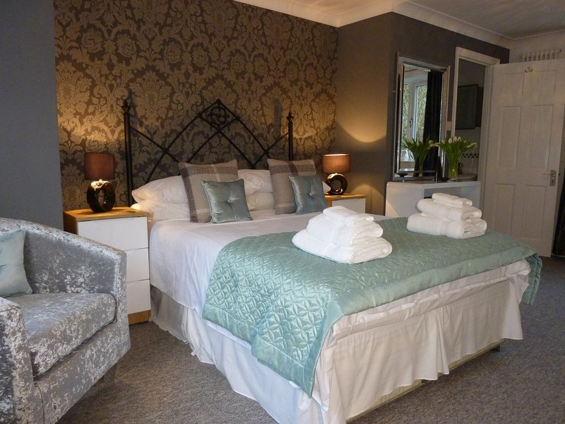 ALMONDSBURY LUXURY APARTMENT – semesterbostad i Chepstow