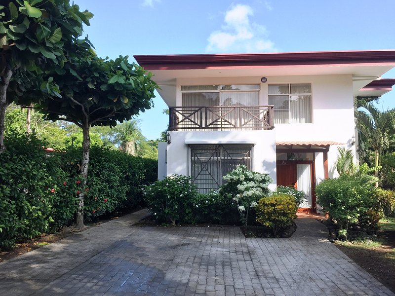 Beautiful spacious home in Punta Leona area (Punta Leona - Qda Ganado), vacation rental in Puntarenas