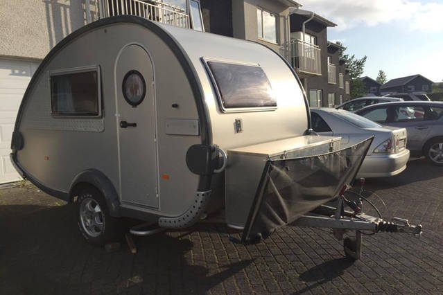 Cozy and warm Caravan easy to tow with almost any car, location de vacances à Mosfellsbaer