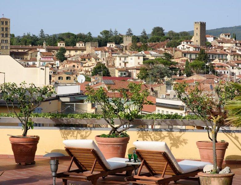Terraços que cercam o apartamento vista deslumbrante individuais da cidade histórica.