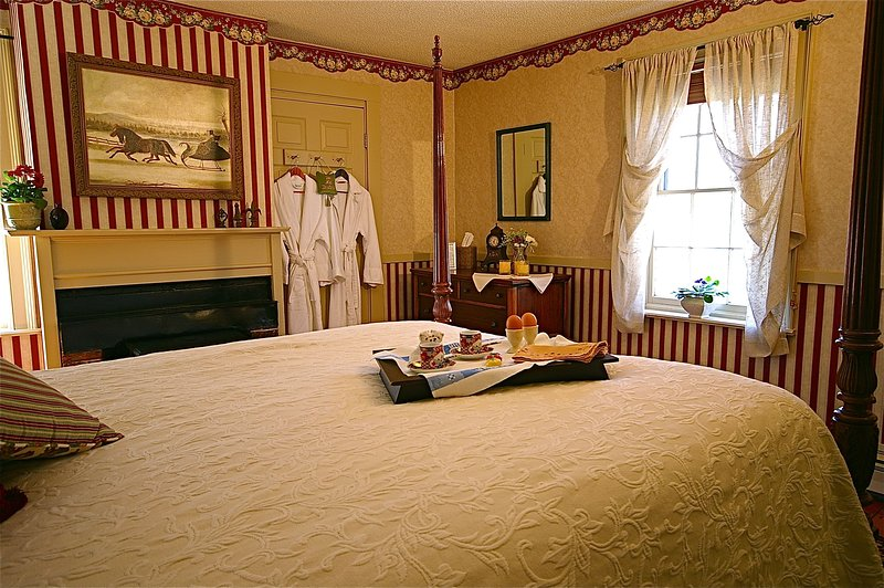 Harry's Room - AC - Fireplace - Private Bathroom