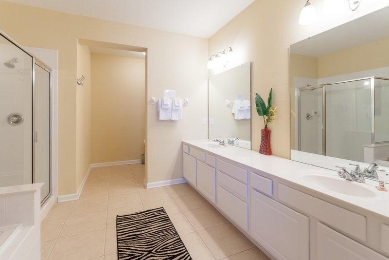 Indoors,Room,Bathroom,Kitchen,Carpet