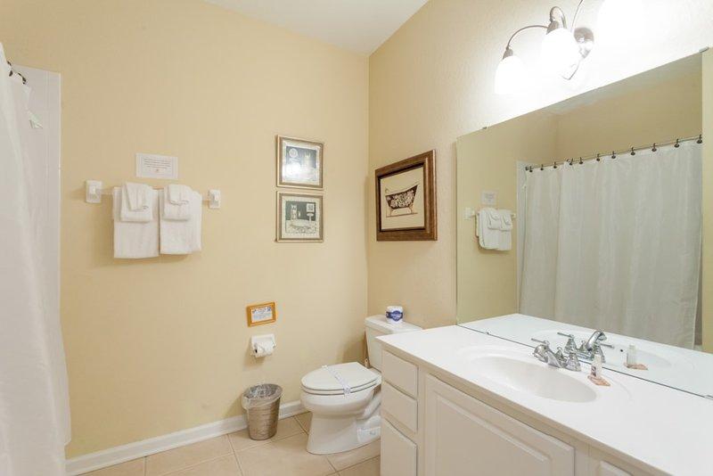 Bathroom,Indoors,Room,Home Decor,Linen