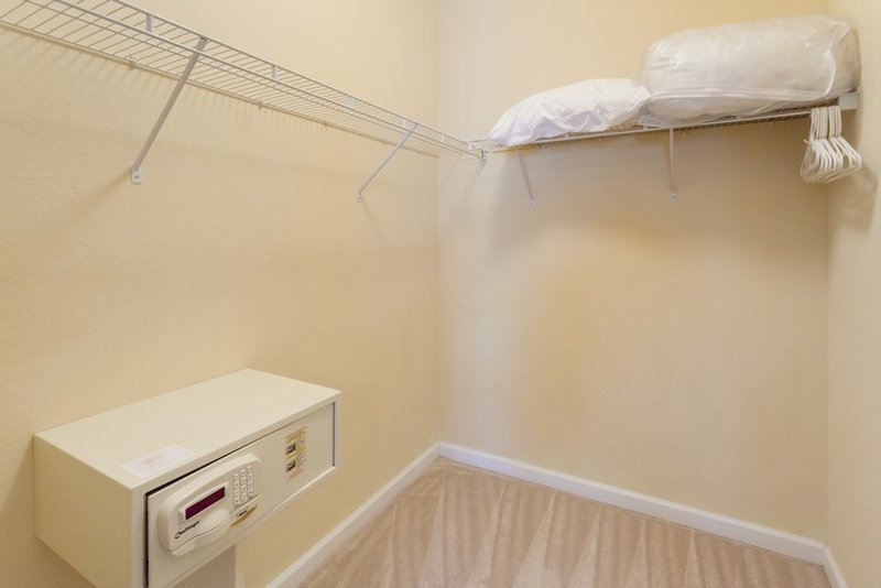 Indoors,Room,Furniture