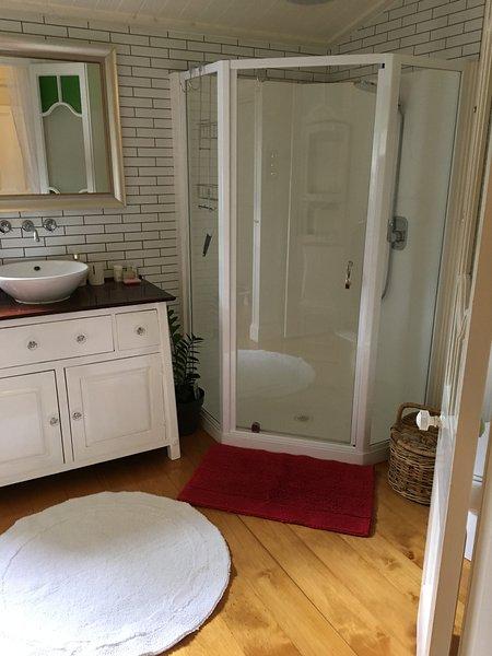Master badrum med promenad i mantel