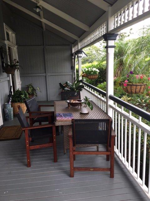 Frukost på den främre veranda