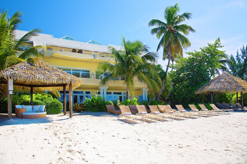 Majestic Luxury Private Home On Seven Mile Beach, vacation rental in George Town