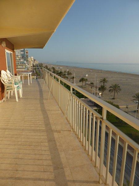 PLAYA GANDÍA. 1ª LÍNEA. 3 hab, 2 WC. iMPRESIONANTES VISTAS, CON GARAJE, vacation rental in Playa de Gandia
