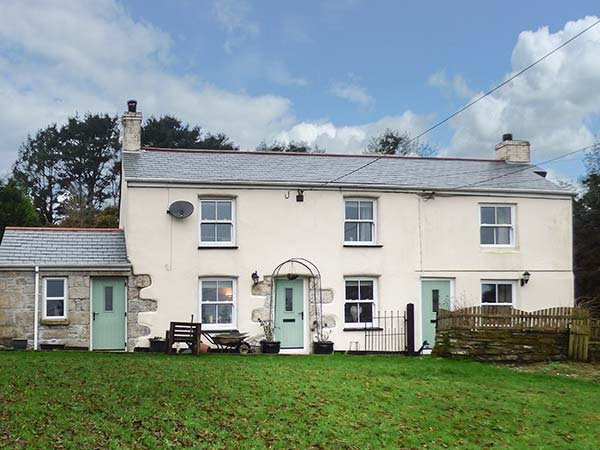 LONGVIEW COTTAGE, cosy cottage, WiFi, pet-friendly, in Penwithick near St, holiday rental in Lanivet